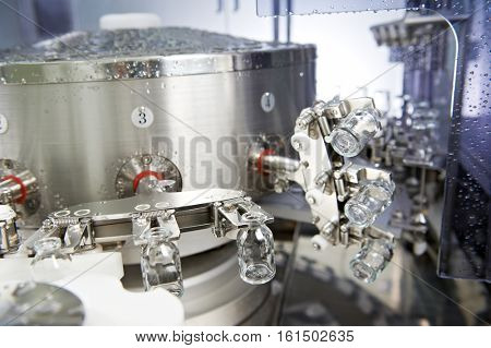 pharmaceutical medicine industrial washer cleaning and drying bottles
