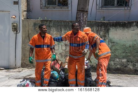 RIO DE JANEIRO, BRAZIL - NOVEMBER 08, 2016: The urban workers from COMLURB, the municipal cleaning company, working in the North Zone of the city