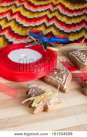 Decorating Gingerbread Cookies With Colourfull Ribbons