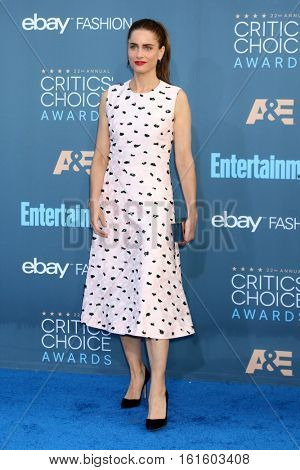 LOS ANGELES - DEC 11:  Amanda Peet at the 22nd Annual Critics' Choice Awards at Barker Hanger on December 11, 2016 in Santa Monica, CA