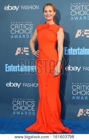 LOS ANGELES - DEC 11:  Leslie Mann at the 22nd Annual Critics' Choice Awards at Barker Hanger on December 11, 2016 in Santa Monica, CA
