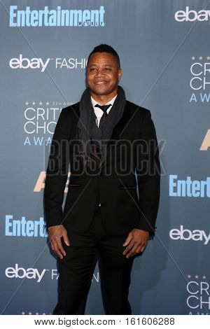 LOS ANGELES - DEC 11:  Cuba Gooding Jr at the 22nd Annual Critics' Choice Awards at Barker Hanger on December 11, 2016 in Santa Monica, CA