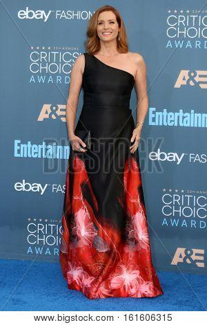 LOS ANGELES - DEC 11:  Kimberly Quinn at the 22nd Annual Critics' Choice Awards at Barker Hanger on December 11, 2016 in Santa Monica, CA