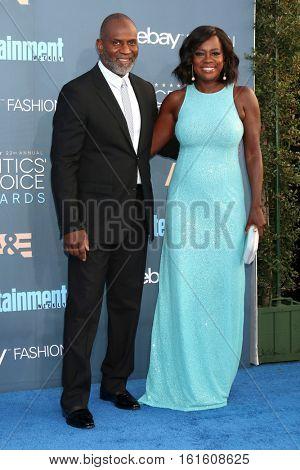 LOS ANGELES - DEC 11:  Julius Tennon, Viola Davis at the 22nd Annual Critics' Choice Awards at Barker Hanger on December 11, 2016 in Santa Monica, CA