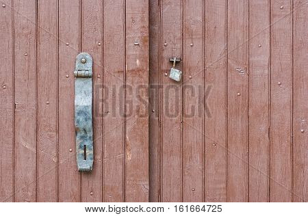 Plain locking system for a gate .
