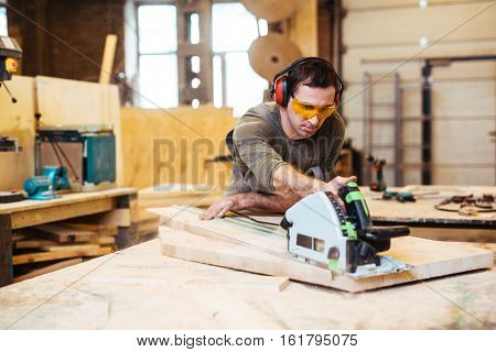 Working with power tool