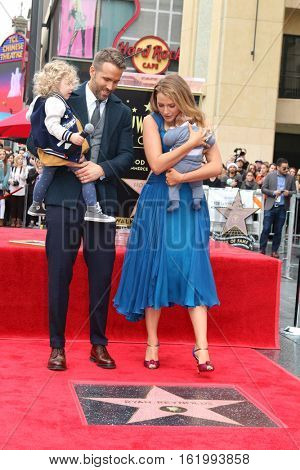 LOS ANGELES - DEC 15:  Newborn Reynolds, Ryan Reynolds, Blake Lively, James Reynolds at Ryan's Walk of Fame Star Ceremony at the Hollywood & Highland on December 15, 2016 in Los Angeles, CA