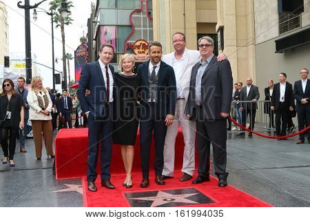 LOS ANGELES - DEC 15:  Ryan Reynolds, mother, brothers at the Ryan Reynolds Hollywood Walk of Fame Star Ceremony at the Hollywood & Highland on December 15, 2016 in Los Angeles, CA