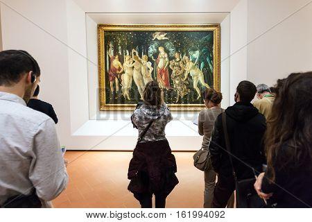 People In Botticelli Room Of Uffizi Gallery