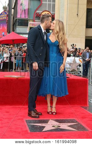 LOS ANGELES - DEC 15:  Ryan Reynolds, Blake Lively at the Ryan Reynolds Hollywood Walk of Fame Star Ceremony at the Hollywood & Highland on December 15, 2016 in Los Angeles, CA