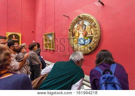 Visitors In Michelangelo Room In Uffizi Gallery