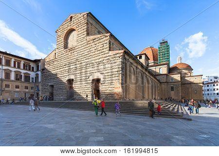 Tourists Near Basilica Di San Lorenzo In Florence