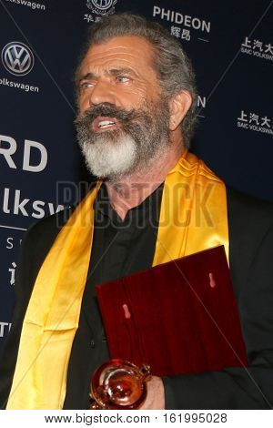 LOS ANGELES - DEC 15:  Mel Gibson at the 21st Annual Huading Global Film Awards - Press Room at The Theatre at The ACE Hotel on December 15, 2016 in Los Angeles, CA
