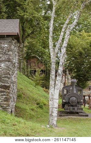 Rockport, Maine, Usa - September 19, 2018: Vulcan Steam Locomotive And Lime Kiln Displayed In Rockpo