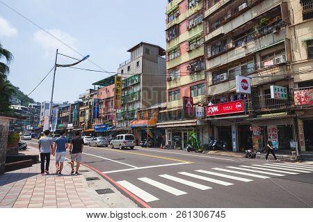 Keelung, Taiwan - September 5, 2018: Street View Of Keelung City, Ordinary People Walk Along The Str
