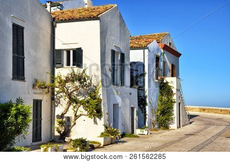 Termoli is a seaside resort famous for its very charming and ancient downtown.The old downtown has medieval origins, it is perched on a rocky promontory,