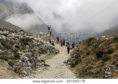 Machu Pichuu Pueblo, Peru - September 13, 2018: An Unidentified Group Of Trekkers Hiking The Dangero