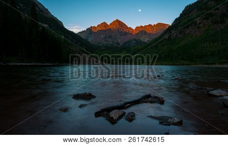 Pre Dawn Alpine Glow With Moonlight Alpine Glow At Perfect Sunrise Maroon Lake Reflections Of Natura