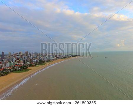 Foto de praia no nordeste brasileiro no amanhecer poster