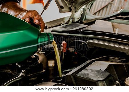 Refueling And Pouring Oil Fill The Oil In The Engine, Maintenance, And Performance.