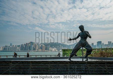Hong Kong - 2020: Bruce Lee Statue. A 2.5 Meter Bronze Statue By Artist Cao Chong-en Was Erected Alo