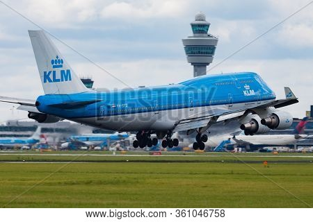 Amsterdam / Netherlands - August 15, 2014: Klm Royal Dutch Airlines Boeing 747-400 Ph-bfd Passenger