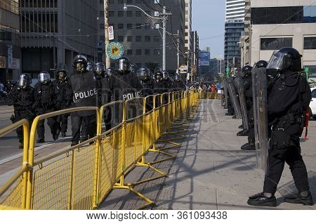 Riot Police Restrict Protesters Movement Away From G20 Summit At Toronto Police Station (52 Division