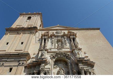 Elche, Spain - September 20, 2018:basílica De Santa María, Siglo Xvii, Fachada Principal Obra Del Es