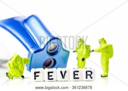 A Team Of Miniature Figurines Measuring A Temperature With A Modern Thermometer, Hugh Fever And Glob