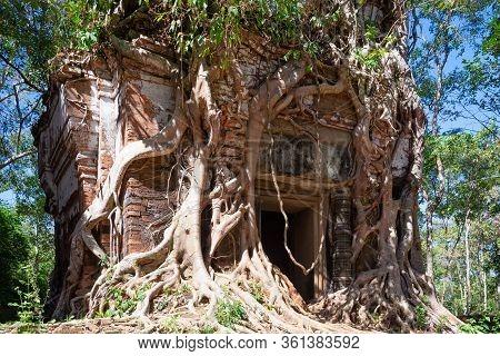 Prasat Pram Temple Entrance In Koh Ker Archaeological Site, Cambodia. The Prasat Pram Has Five Tower