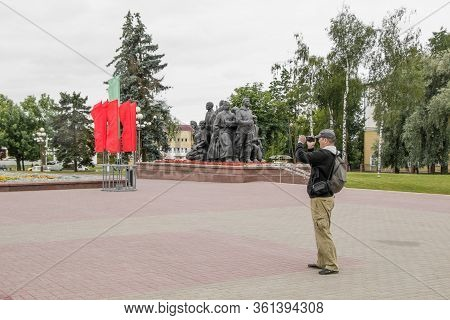 Vitebsk, Belarus - July 1, 2018: A Tourist With A Backpack Takes An Amateur Video On Victory Square