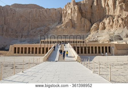 Luxor, Egypt - January 16, 2020 : Tourists In Temple Of Hatshepsut, Luxor. The Mortuary Temple Of Ha