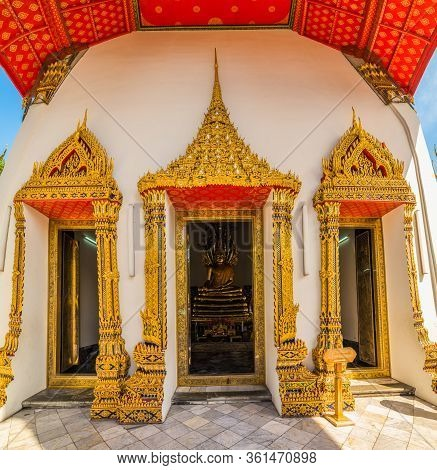 Entrance To The West Viharn Porch In Wah Pho Buddhist Temple, Bangkok, Thailand