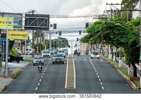 Campo Grande - Ms, Brazil - March 30, 2020: View Of The Traffic At Avenida Ceara Avenue. Avenue With