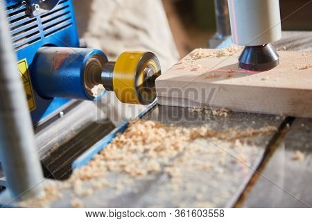 Drill with laser display when drilling wood in carpentry or joinery