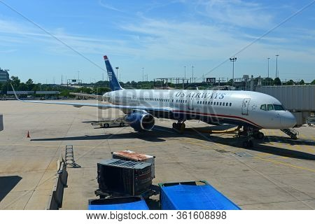 Philadelphia, Usa - May 31, 2013: Former Us Airways Boeing 757-200 N201uu At Philadelphia Internatio