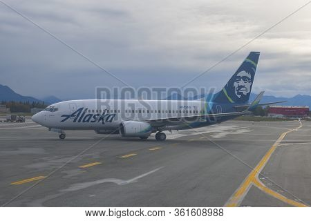 Alaska, Usa - Sep. 21, 2019: Alaska Airlines Boeing B737-700 N613as At Ted Stevens Anchorage Interna