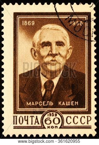 Moscow, Russia - April 15, 2020: Stamp Printed In Ussr (russia), Shows Portrait Of Marcel Cachin (18