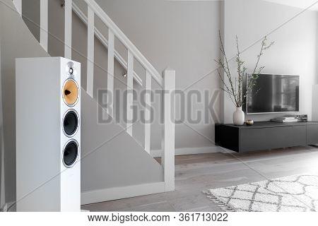Living Room Tv And Hifi Entertainment Setup