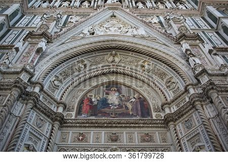 The Marvellous Art Statue And Painting Decorated Surrounding On Florance Duomo, The Mistery Sculptur