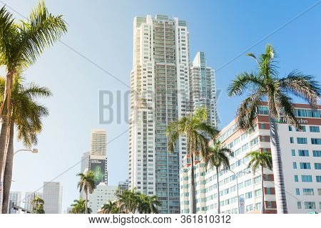 Miami,usa-march 16,2018:view Of The Skyscrapers In Downtown Miami On The Biscayne Boulevard During A