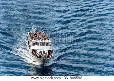 Vernazza, Liguria, Italy - July 22, 2019: A Ferry Crowded With Tourists Is Arriving In The Ancient V