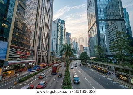 Hong Kong - 2020: Gloucester Road From Cross Bridge, Street With Palm Trees And Flower Beds, Transpo
