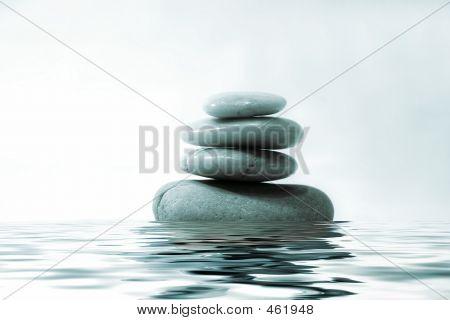 Felsen auf dem Wasser