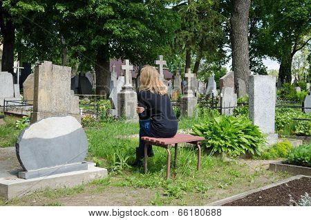 Sorrow Woman Shrinked Near Father Husband Tomb