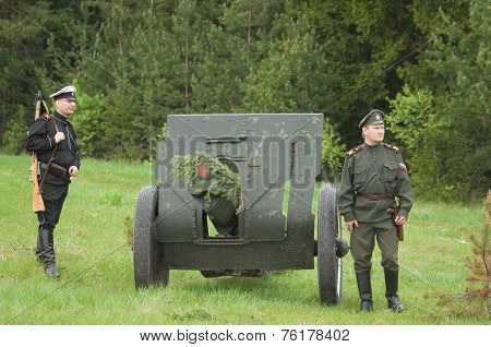 Soldiers Near Cannon Sample 1902-1930