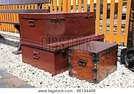 Retro luggage at Arley railway station.
