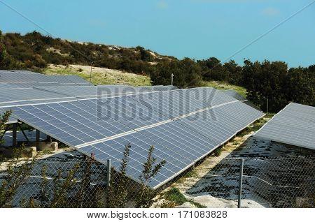 Power plant using renewable solar energy with sun