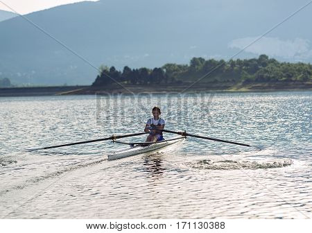 Child in the course of rowing on single.