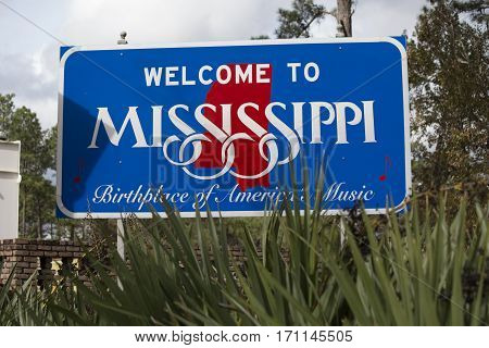 A descriptive sign welcoming travelers to Mississippi